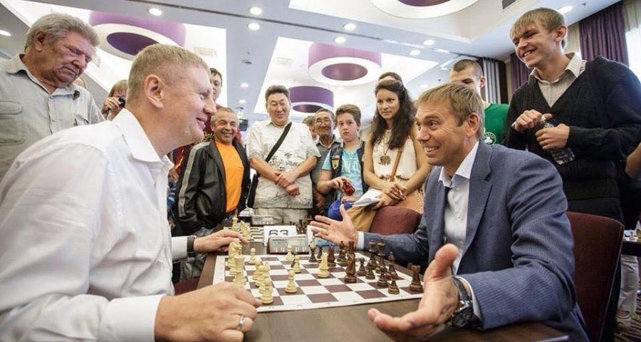 Игра с мэром г. Иркутска Виктором Кондрашовым. 2015 г.
